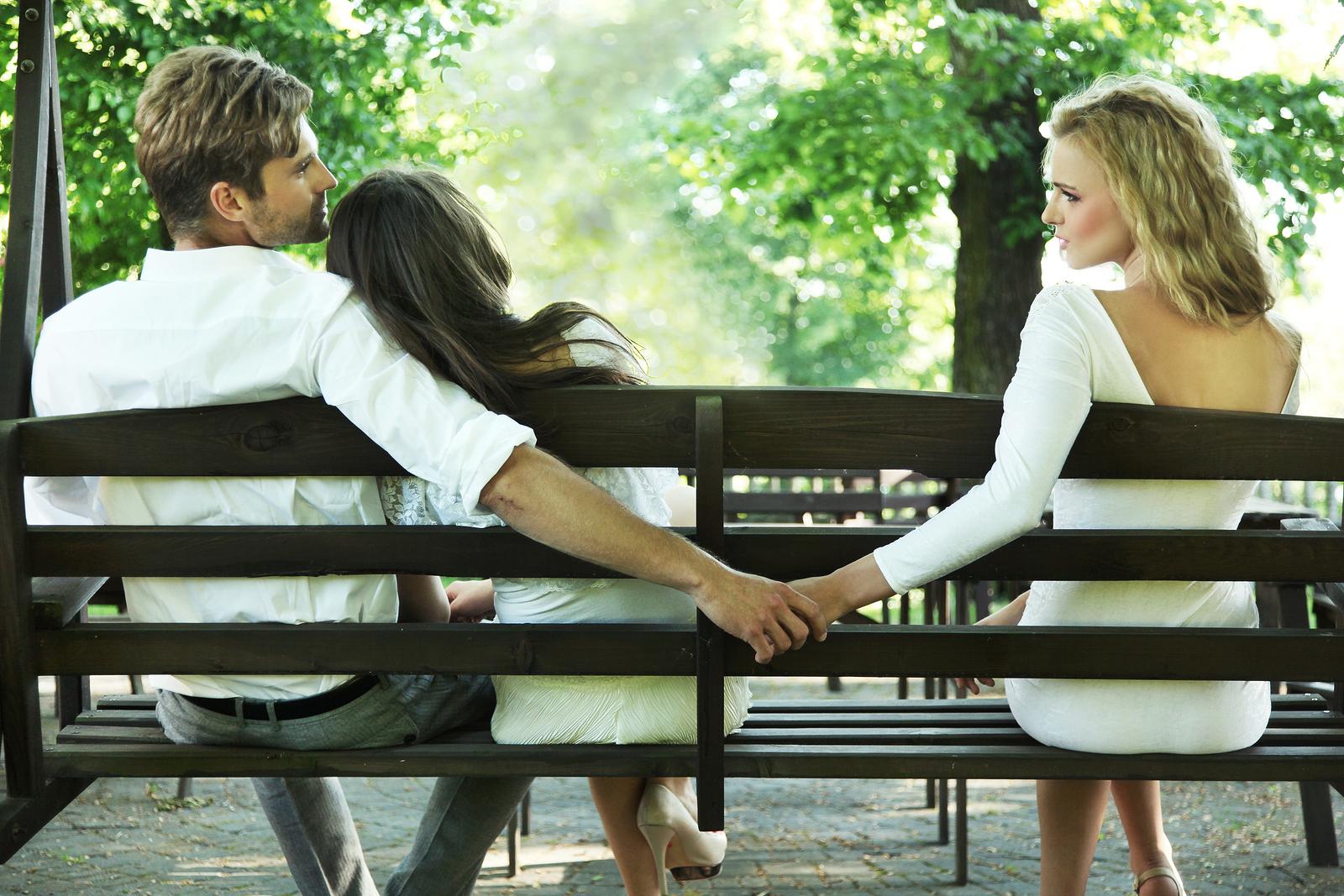 Секс измена итальянских жён и мамок в гостях и на работе 2 фотография