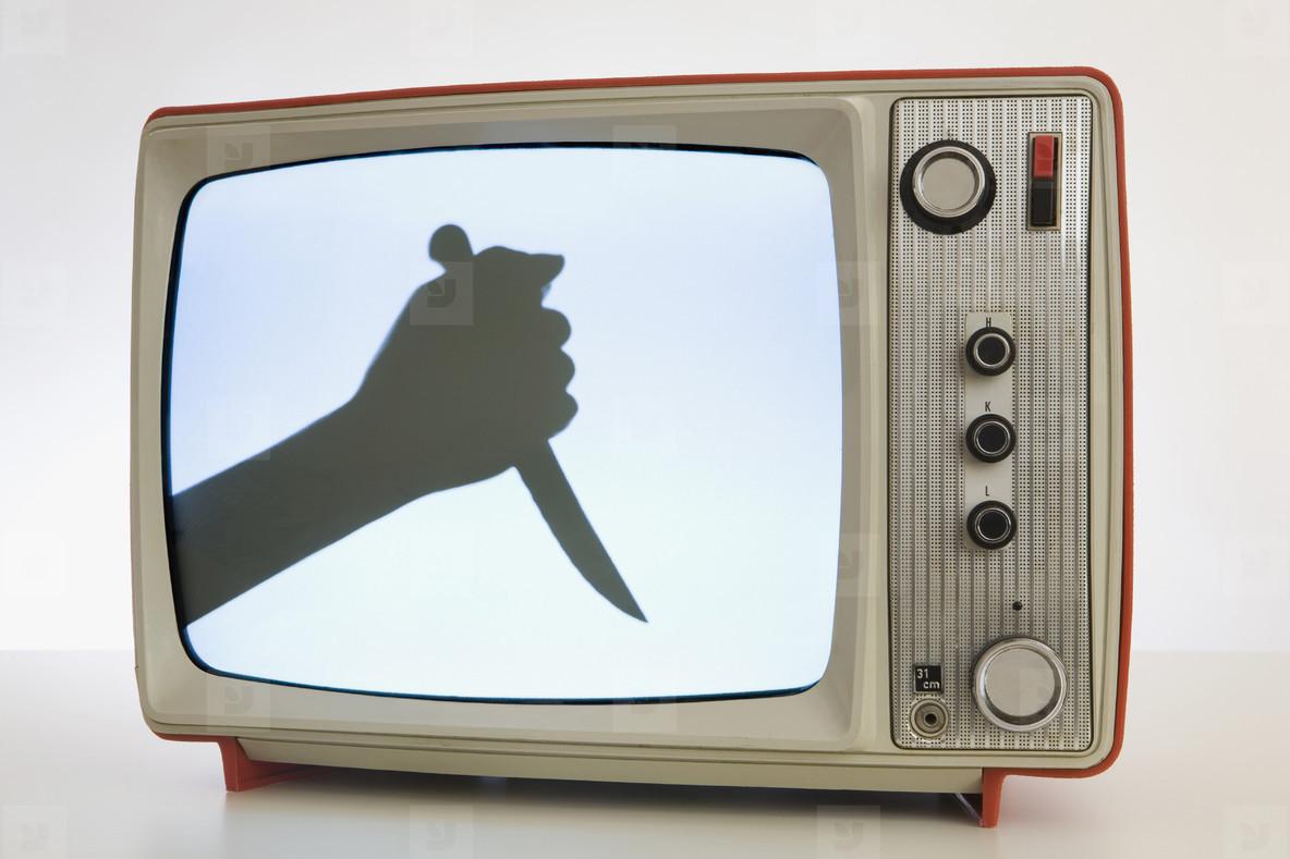 насилие на телевидение. насилие на телевидении сочинение. насилие тв. насилие по телевизору. детям про телевизор. вред телевизора для детей. как влияет телевизор на ребенка. телевизор в жизни ребенка.