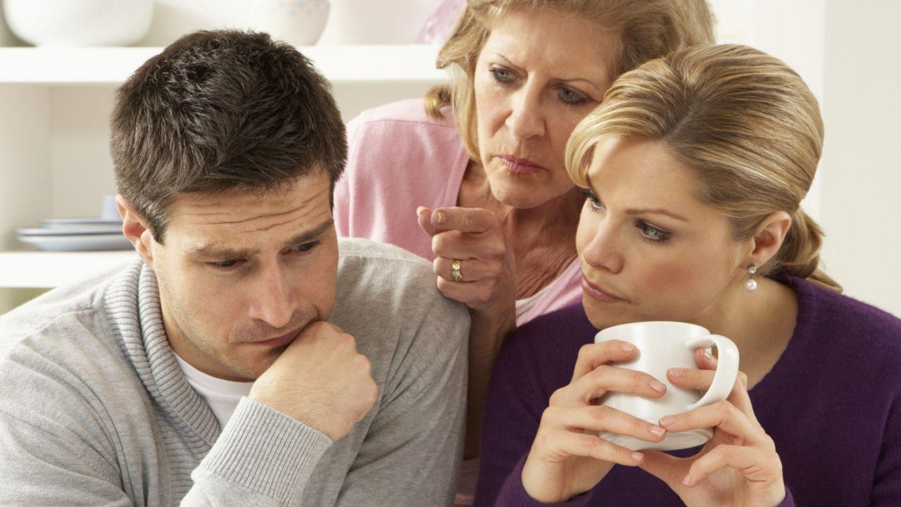 родители лезут в личную жизнь. родители лезут.